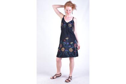 jemné šaty na ramínka pro něžné slečny a dámy