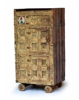Antik komoda z teakového dřeva na kolečkách, železné kování, 75x53x144cm