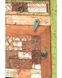 Komodka/noční stolek z antik teakového dřeva, ruční řezby, 43x33x61cm