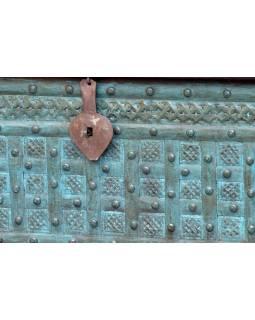 Truhla z teakového dřeva, zdobená železným kováním, 120x42x42cm