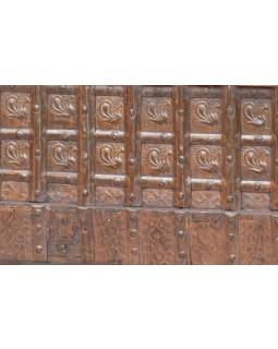 Masivní dřevěné křeslo s úložným prostorem, železné kování, 117x67x86cm
