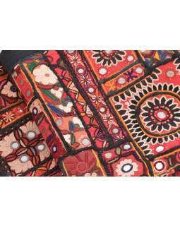 Červená patchworková tapiserie z Rajastanu se zrcátky, ruční práce, 98x145cm