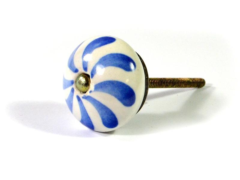 Malované keramické madlo na šuplík, bílé s modrým dekorem