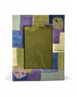 Ručně vyšívaný rámeček na fotografii, fialovo-zelený s flitry, 20,5x25cm