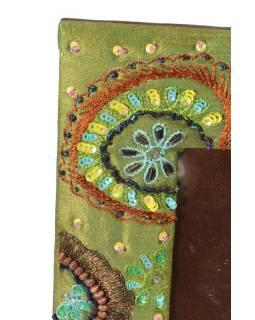 Ručně vyšívaný rámeček na fotografii, zelený s korálky a flitry, 23x19cm