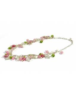 Romantický náhrdelník s motýlky a růžovo zelenými korálky, cca 40cm