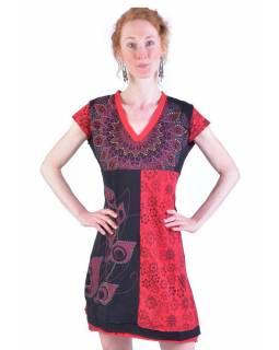 Krátké černo-červené šaty s krátkým rukávem, mix tisků a výšivka