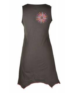 Krátké černo-červené šaty bez rukávu, cípy, potisk a výšivka