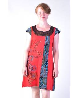 Krátké červeno-černé šaty s krátkým rukávem, potisk květin a výšivka