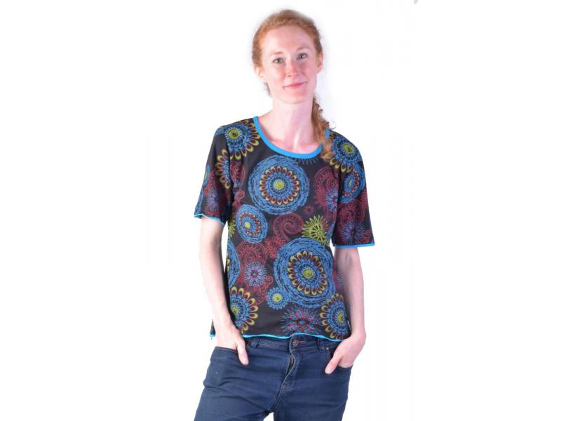 Černé tričko s krátkým rukávem a mandala potiskem
