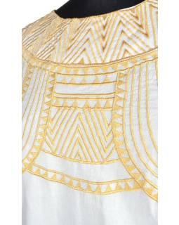 Krátké bílé šaty bez rukávu s bohatou zlatou výšivkou