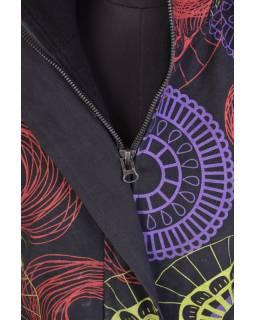 Černý dámský kabát s kapucí zapínaný na zip, barevný mandala potisk, kapsy