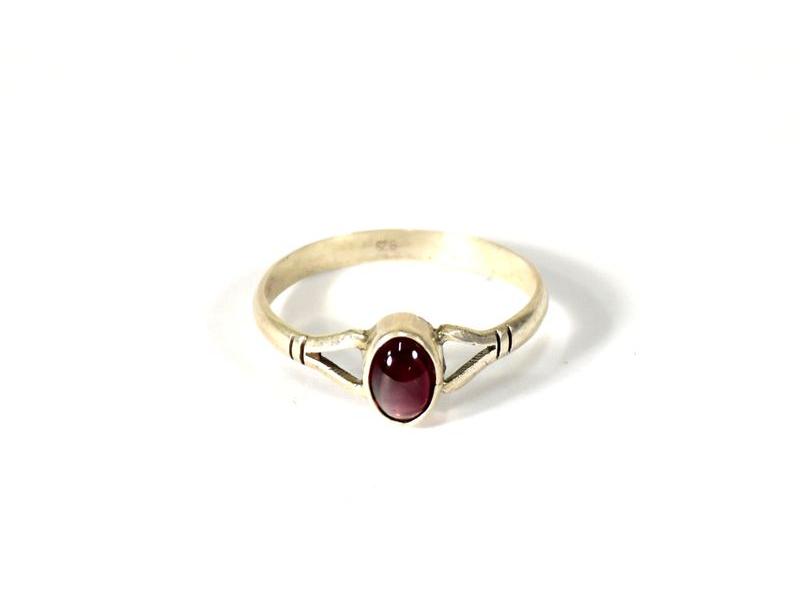 Stříbrný prsten s granátem, AG 925/1000, Nepál