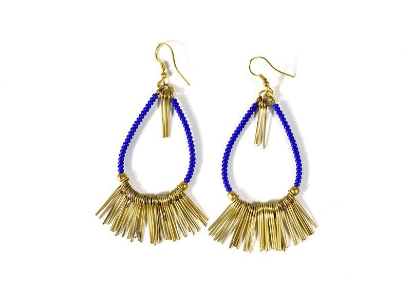 Ozdobné visací náušnice s modrými korálky, zlatý kov