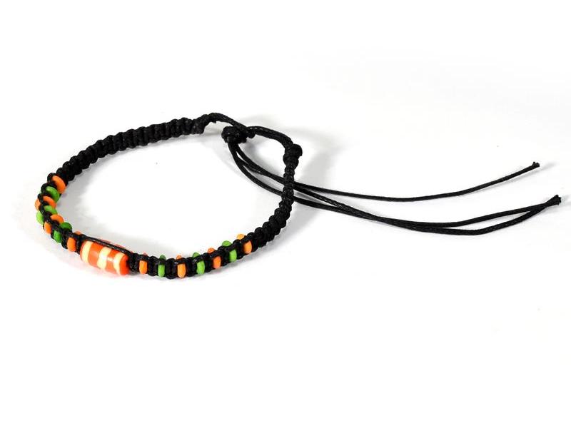 Černý pletený náramek s oranžovo-zelenými korálky, nastavitelná velikost