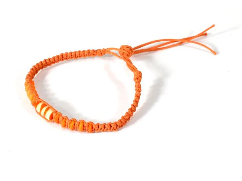 Oranžový pletený náramek se oranžovými korálky, nastavitelná velikost