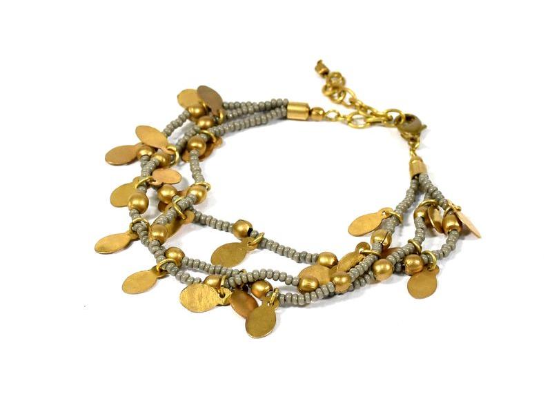 Korálkový náramek s šedými korálky, zlatý kov