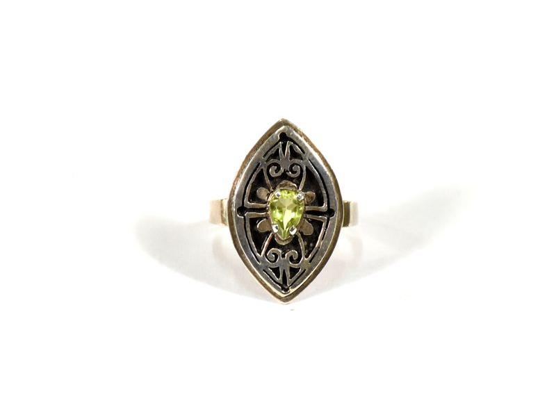 Stříbrný prsten vykládaný peridotem, vel.51, AG925, Nepál
