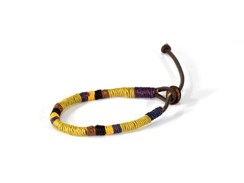 Pletený náramek z konopí v přírodních barvách, žlutá-fialová-černá