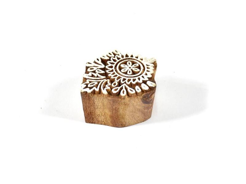 Dřevěné vyřezávané razítko s motivem floral , 4,5x4cm