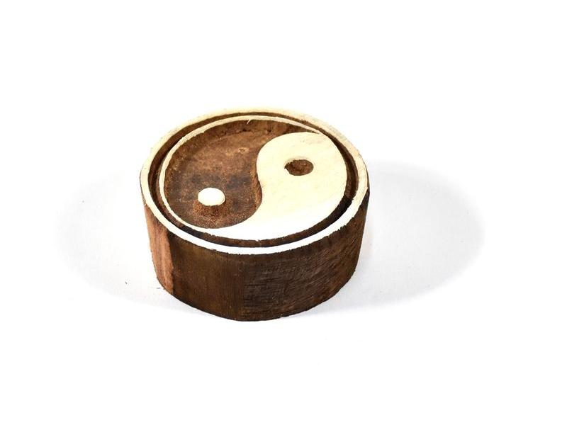 Dřevěné vyřezávané razítko s motivem jing jang, 6x6cm