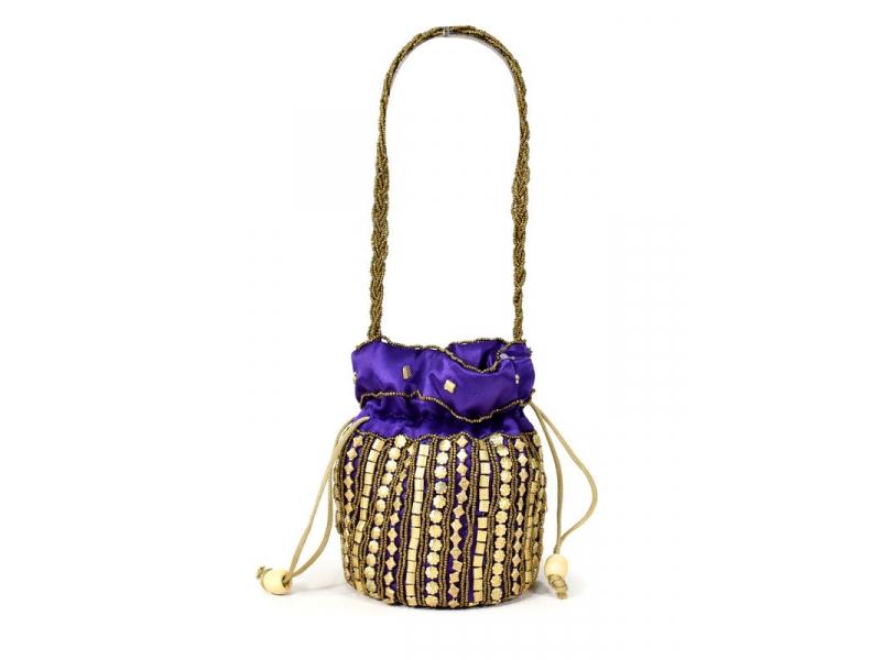 Malá fialová kabelka bohatě zdobená zlatými korálky, 19x19cm