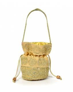 Malá krémová kabelka bohatě zdobená zlatou výšivkou a flitry, 19x19cm