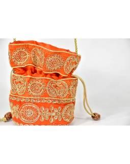 Malá oranžová kabelka bohatě zdobená zlatou výšivkou a flitry, 19x19cm