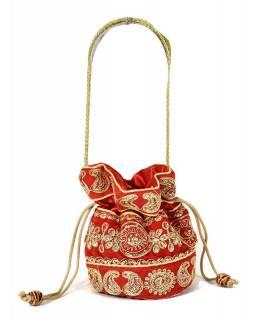 Malá červená kabelka bohatě zdobená zlatou výšivkou a flitry, 19x19cm