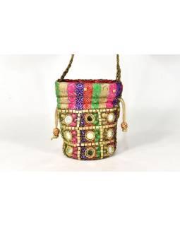 Malá multibarevná kabelka bohatě zdobená korálky a sklíčky, 19x19cm