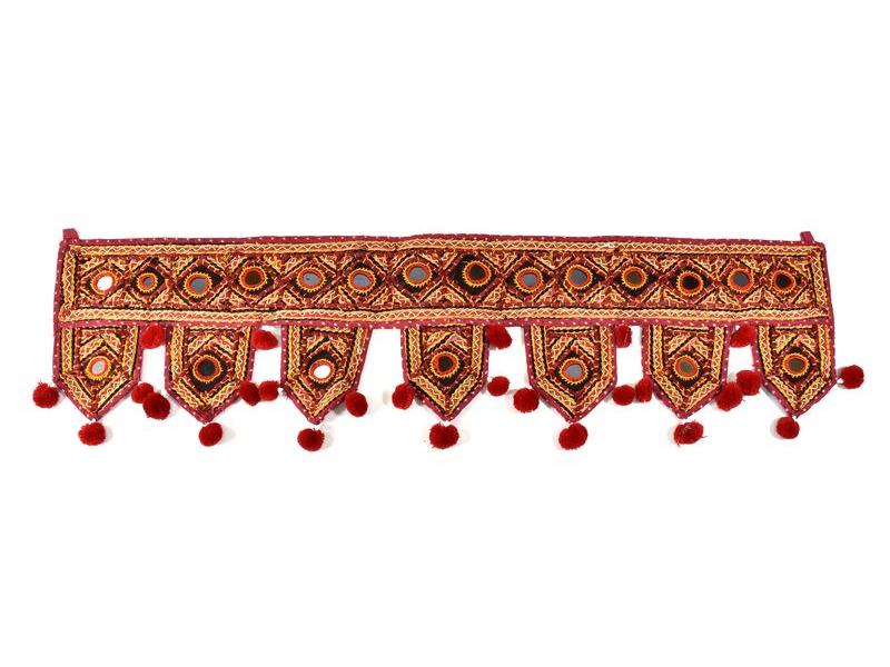Závěs nad dveře, vínový, Rajasthan, bambulky, sklíčka, výšivka, 84x22 cm
