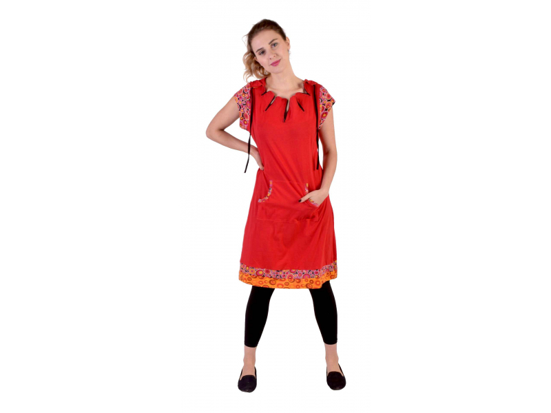 Krátké červené šaty s kapucí a krátkým rukávem, bublinkový potisk, kapsy