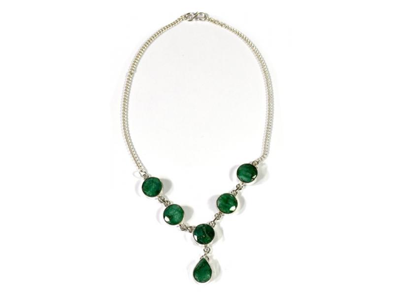 Náhrdelník vykládaný rekonstruovaným smaragdem, postříbřený (10µm)