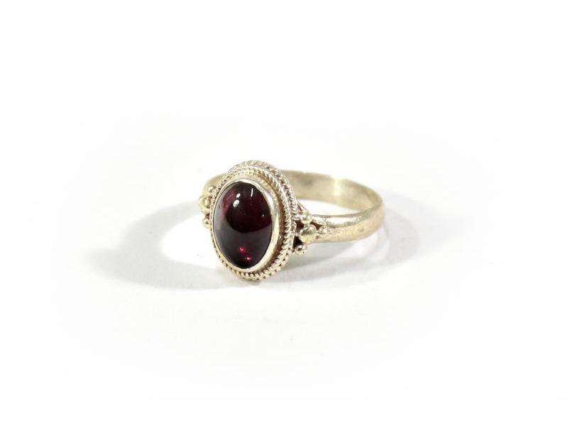 Stříbrný prsten vykládaný rubínem, AG925, Nepál