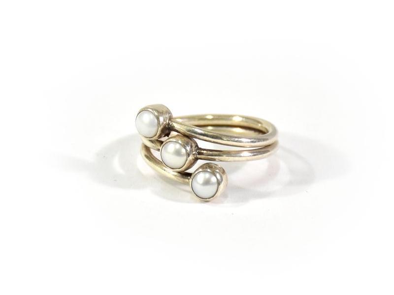 Stříbrný prsten vykládaný perlami, AG 925/1000, Nepál