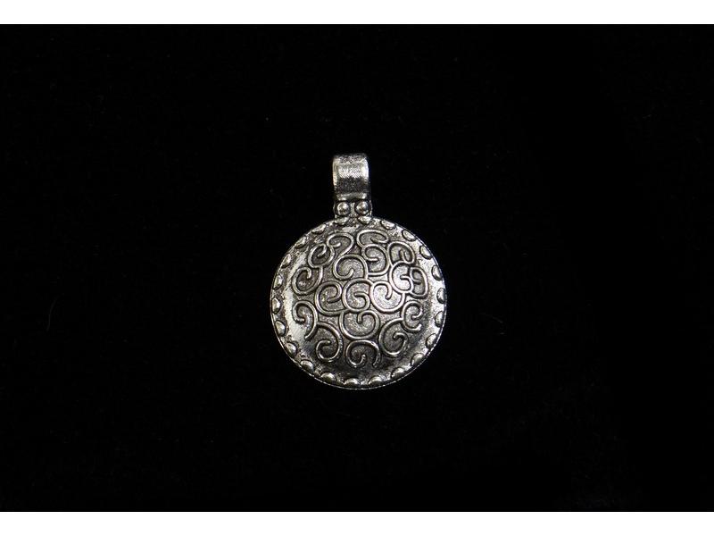Postříbřený kulatý přívěsek-talisman, 2,3cm (10µm)