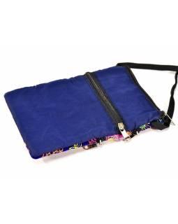 Bohatě vyšívaná malá tmavě modrá taštička, samet, zapínání na zip, 15x21cm