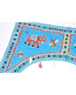 Ručně vyšívaný závěs nad dveře, tyrkysový se slony, sklíčky a třásněmi, 102x75cm