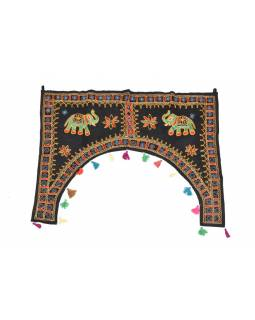 Ručně vyšívaný závěs nad dveře, černý se slony, sklíčky a třásněmi, 102x75cm