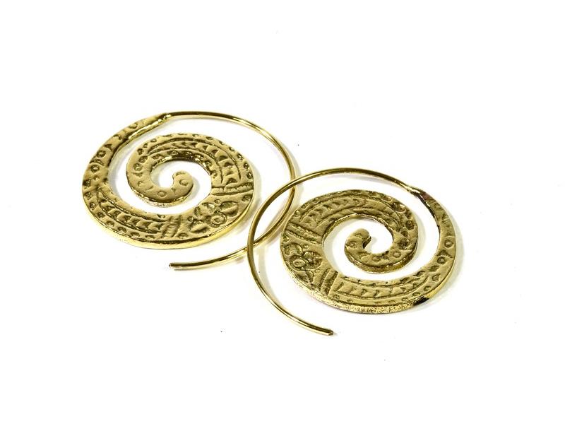 Kruhové náušnice s jemným zdobením, zlatý kov