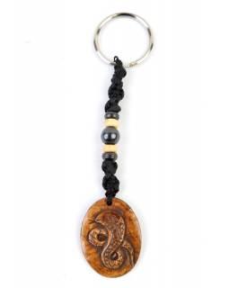 Kostěný přívěsek na klíče s motivem hada