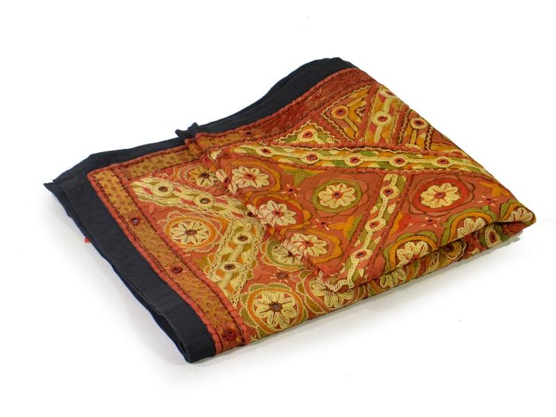 """Tapiserie, """"Gulia"""", Gujarat, vyšívaný patchwork, 135x60cm"""