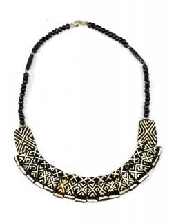 Tmavě hnědý kostěný náhrdelník s geometrickým motivem