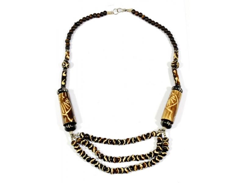 Hnědý kostěný náhrdelník s vyřezáváním