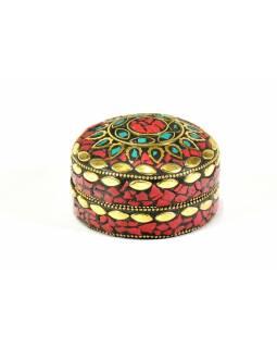 Orientální bohatě zdobená krabička, červená, 7,5 cm