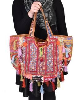 Unikátní taška z Gudžarátu, červená, bohatě ručně vyšívaná a zdobená, třásně