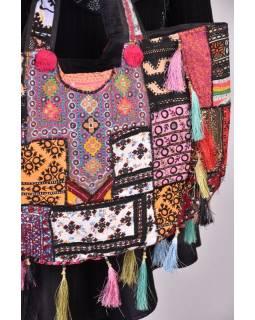 Unikátní taška z Gudžarátu, bohatě ručně vyšívaná a zdobená, třásně, 55x40cm