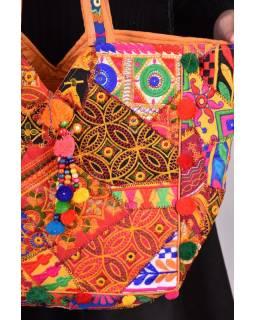 Unikátní taška z Gudžarátu, ručně vyšívaná a zdobená bambulkami, 50x35cm