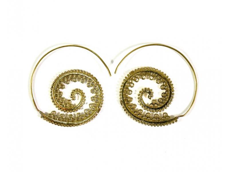 Kruhové visací náušnice ve zlaté barvě