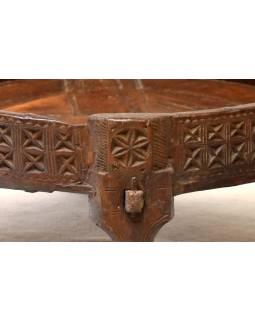 Ručně vyřezávaný kulatý stolek z antik teakového dřeva, prům. 70cm výška 30cm